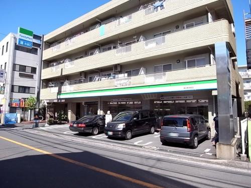 コンビニ ファミリーマート 1階