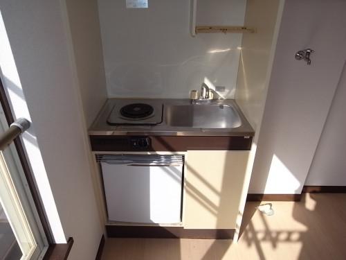 キッチン(電熱コンロ・ミニ冷蔵庫付)
