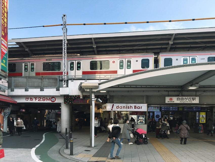 自由ヶ丘駅