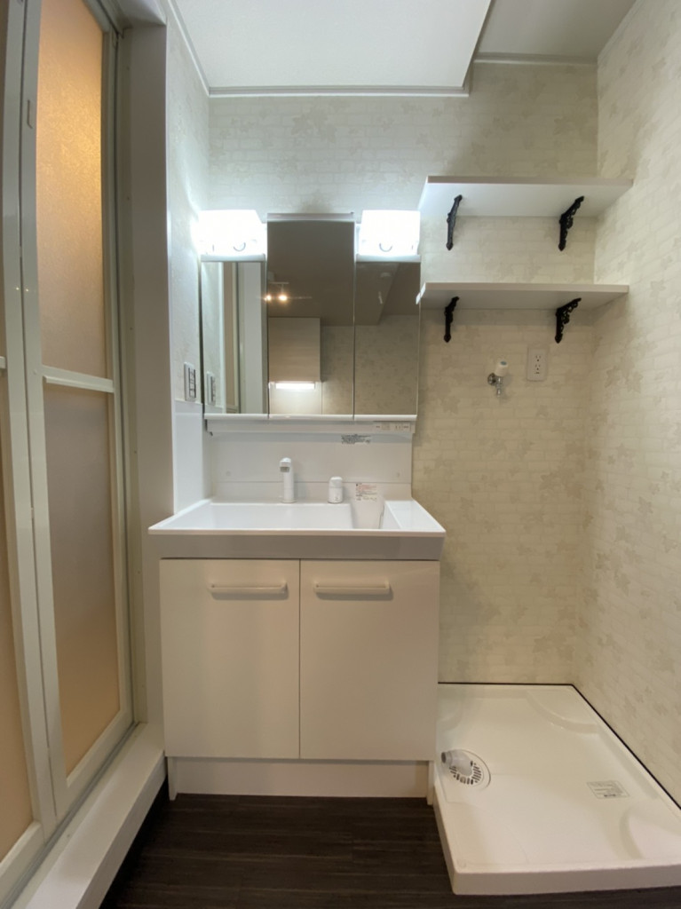 室内洗濯機置場・シャワー付き洗面台