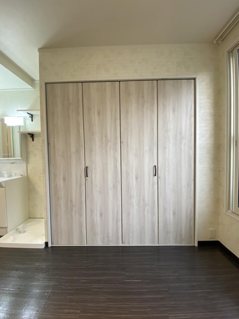 奥行のあるクローゼット・棚付きで収納や整理整頓のお役立ち