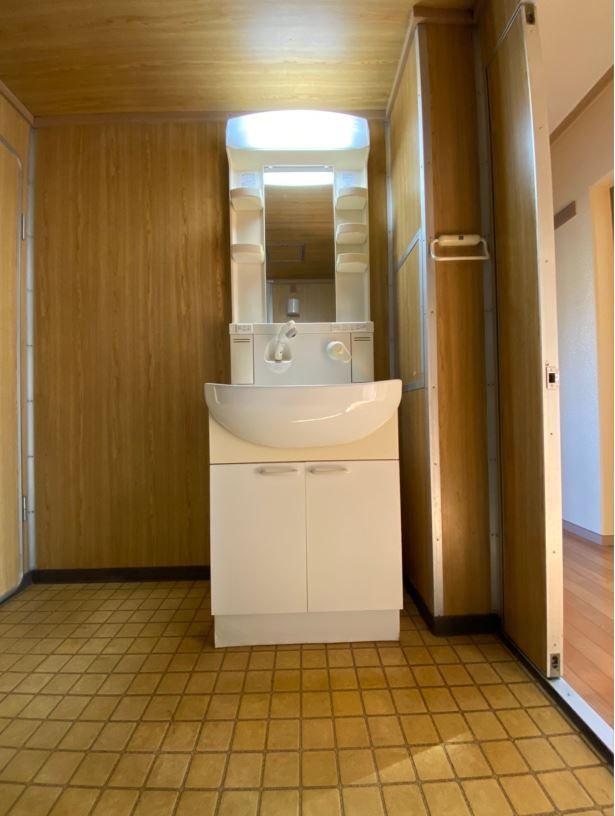 シャワー付き洗面台(有)リビングホーム