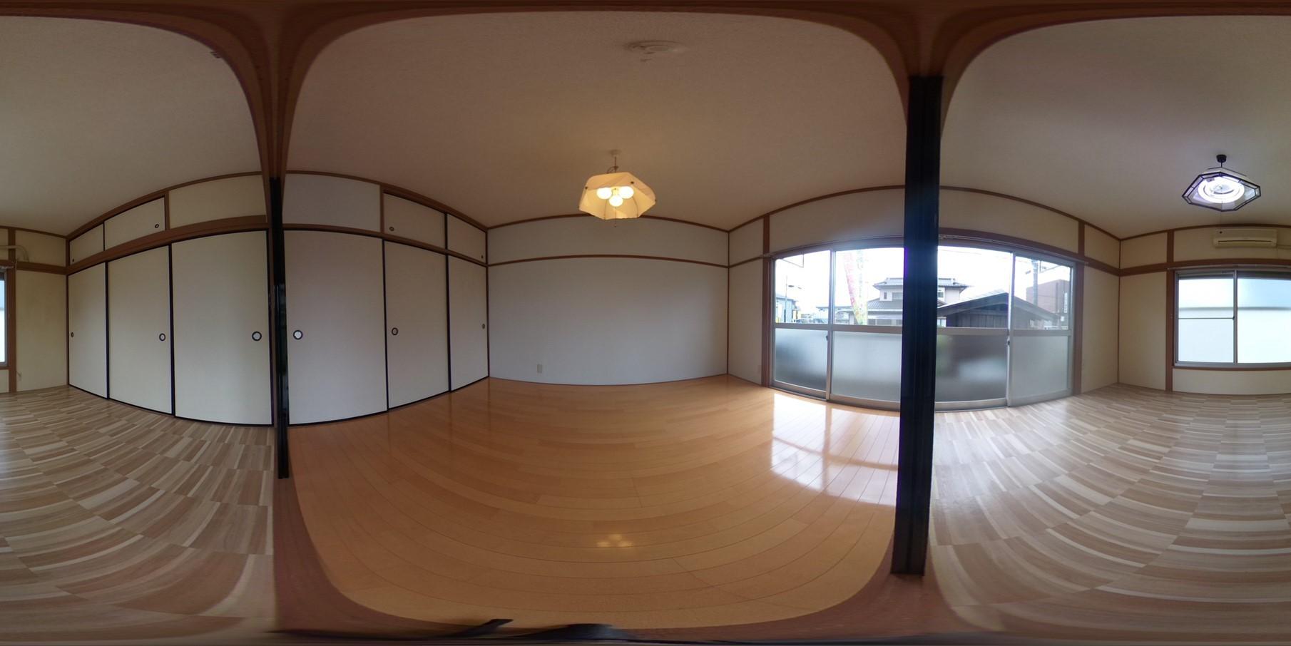 床や壁紙張り替え済みで綺麗です