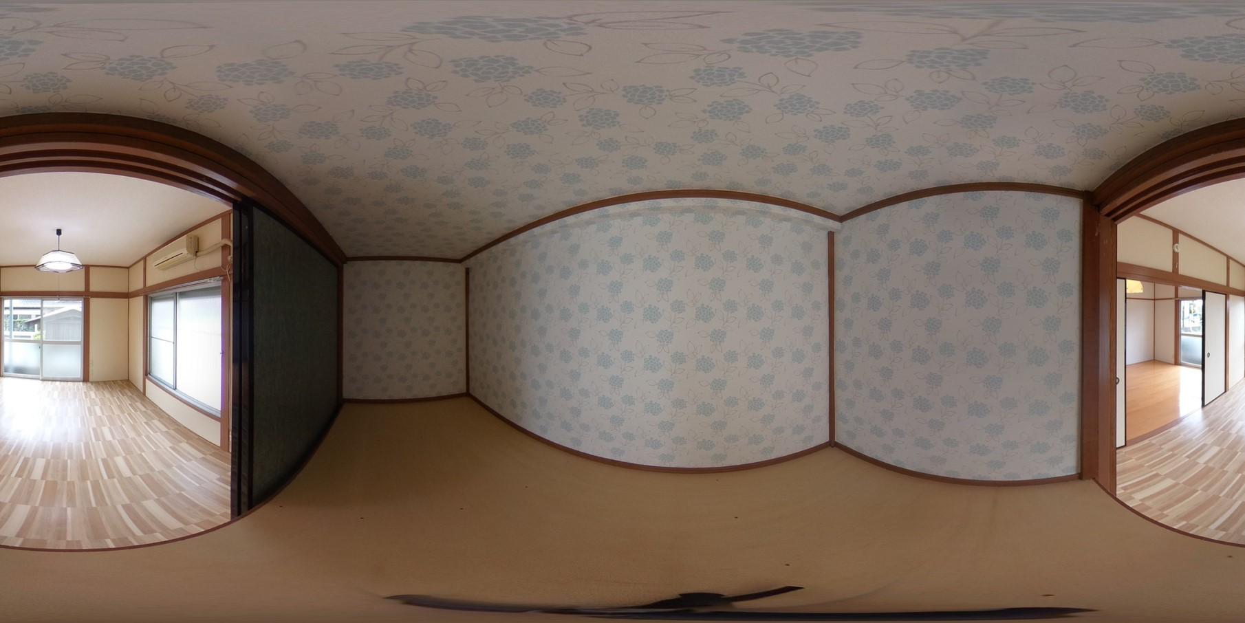 収納スペースにはあじさいの壁紙が貼っており華やかです