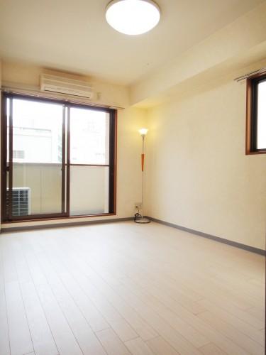 陽当たりの良い室内(同タイプの部屋の参考写真)
