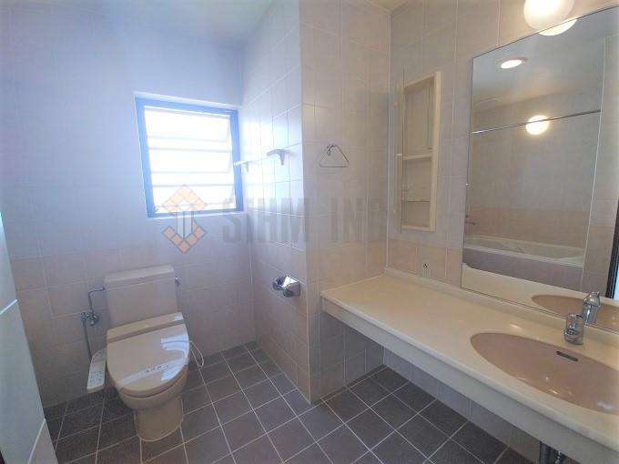 主寝室バスルーム