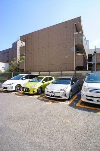 積水ハウスの賃貸住宅シャーメゾンです。人気武蔵小杉駅に近く、アクセス重視の単身者にお薦めです。