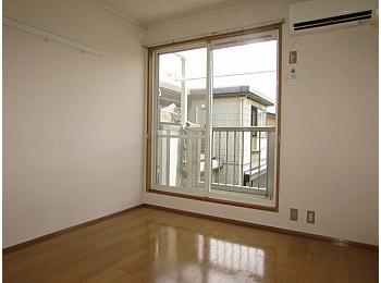 洋室5.5帖 白を基調にした明るいお部屋♪