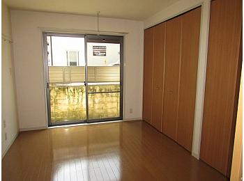 洋室7帖 高さと奥行きのある大きな収納完備でお部屋を有効的に使えます♪