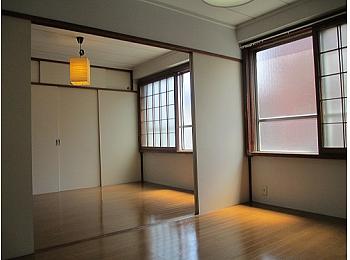 洋室6帖・6帖で広々としたお部屋です。
