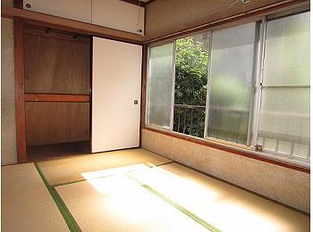和室6帖 押入れタイプの大きな収納完備でお部屋を有効的に使えます♪