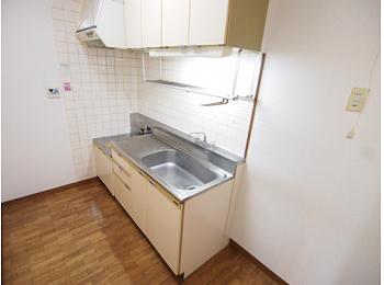キッチンは独立型の広いキッチンです。