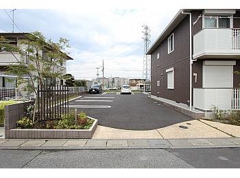 敷地内駐車場1台付無料・屋根付駐輪場も完備