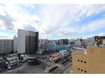 眺望良好の9階部分*近隣に商業施設の多い便利なエリア